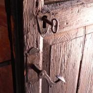 Montujemy zamek w drzwiach